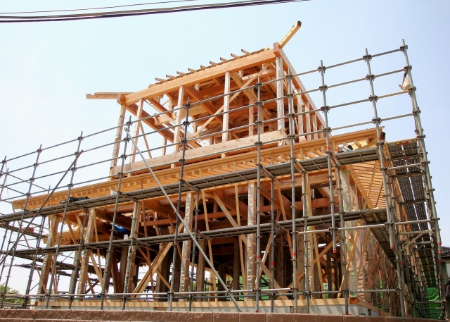 上棟式、棟上げ、住宅取得資金贈与、屋根の骨組み